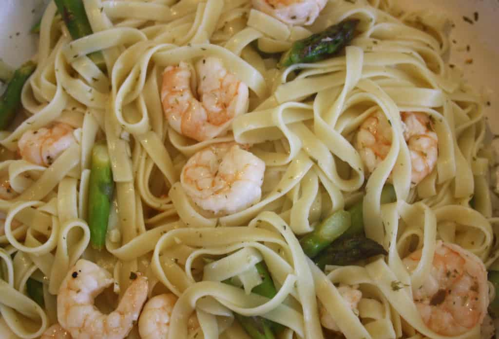 Linguine with Prawns and Asparagus. A simple but delicious combination of asparagus, garlic, lemon juice and white wine combined with linguine.