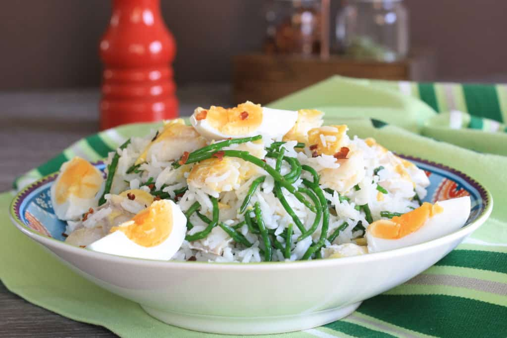 breakfast rice and fish in a bowl