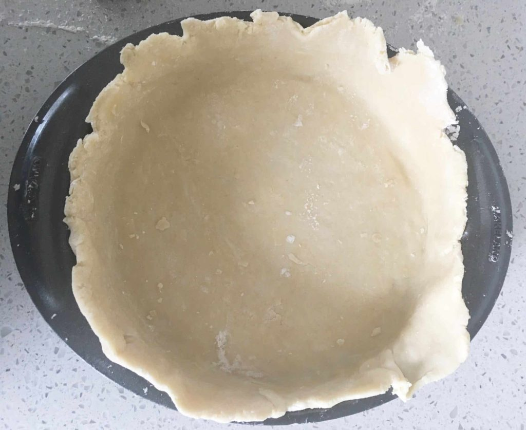 Baking tin lined with shortcrust pastry.