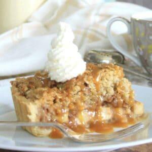 slice of apple crumble tart