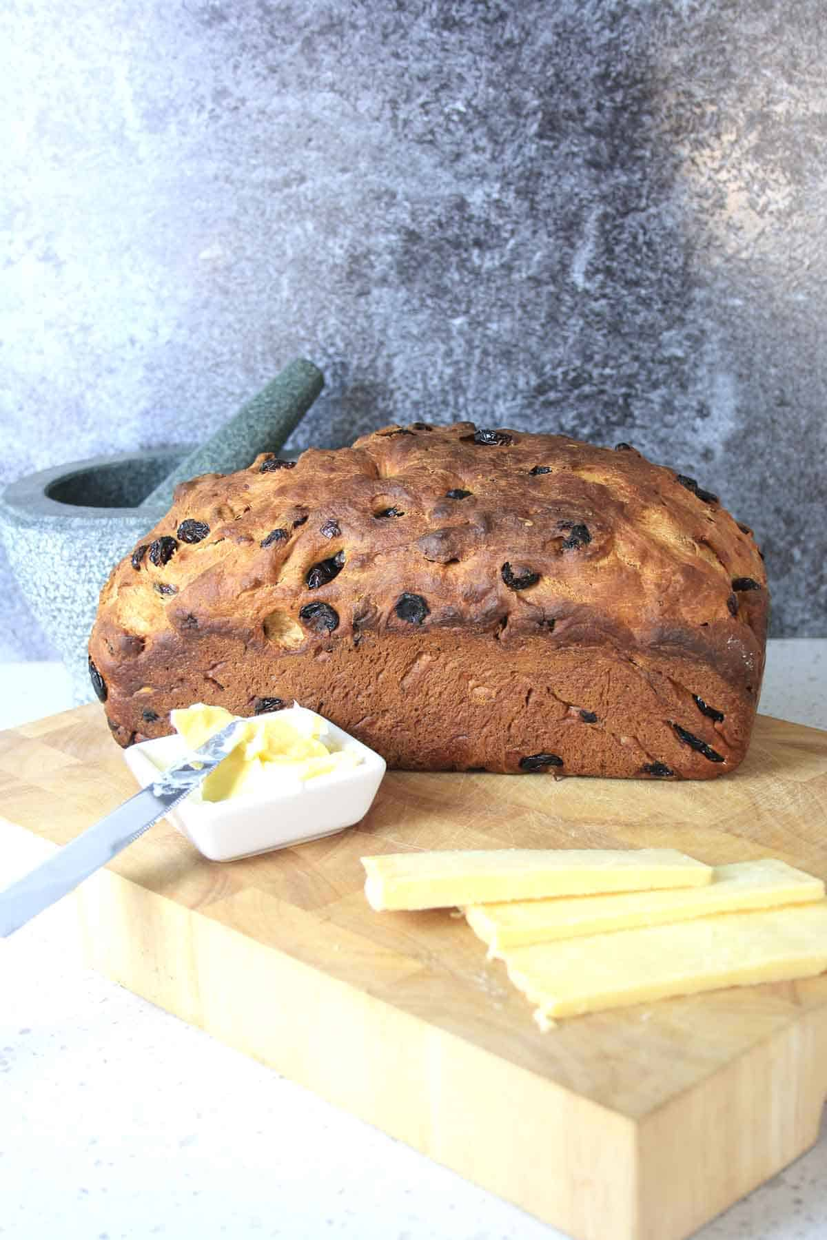 lincolnshire plum loaf in a chopping board.