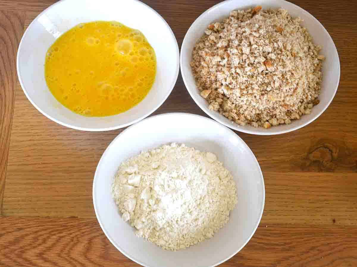 3 bowls with egg, flour and breadcrumbs.